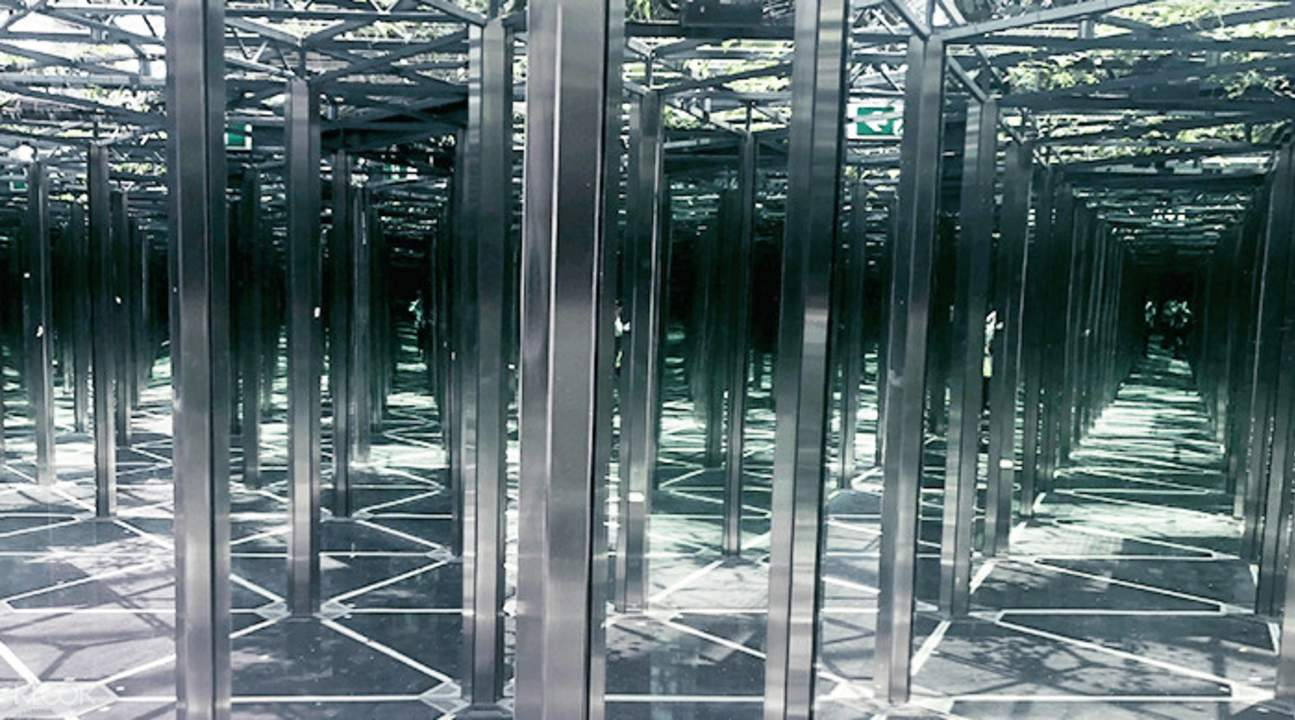 mirror maze in jewel changi airport singapore